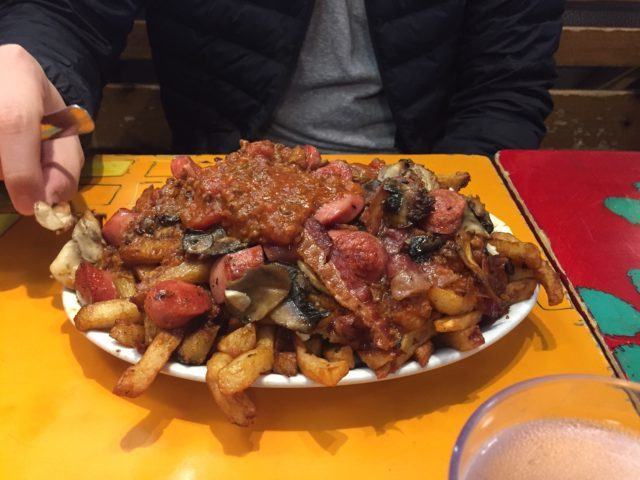 poutine with meat sauce